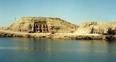 Kuil-Abu-Simbel di tepi sungai Nil Mesir