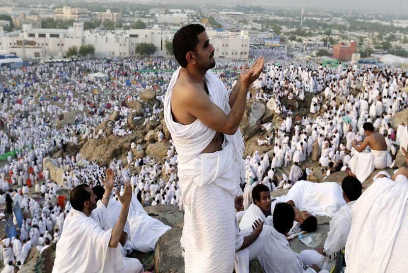 Doa jamaah-haji-memanjatkan-doa-saat-pelaksanaan-ibadah-wukuf