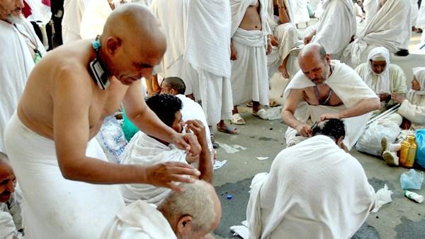 Hukum dan Tatacara Tahallul, Memotong Rambut Saat Ibadah Haji