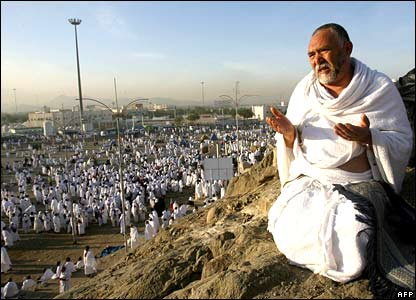 Wukuf di Arofah Badal Haji Mendoakan Orang Tua