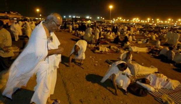 Muzdalifah tempat jamaah haji mengumpulkan kerikil untuk lempat jumrah