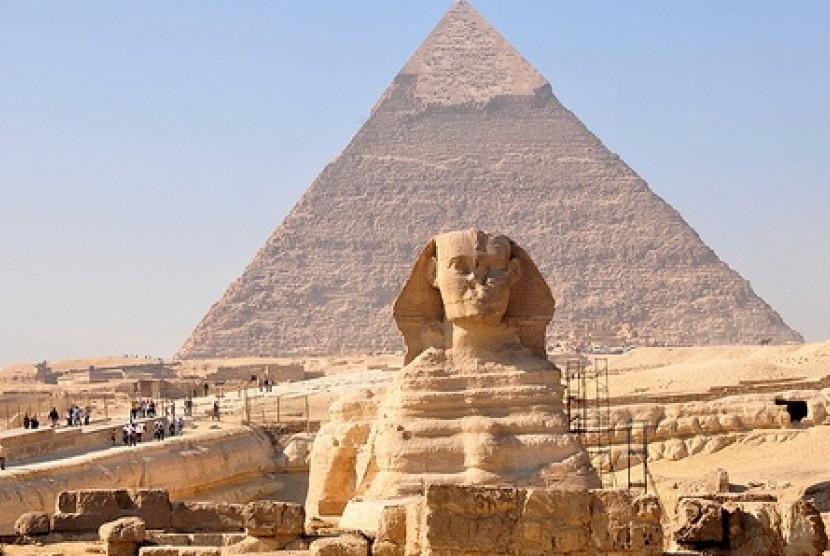 Umroh plus Mesir-sphinx-di-giza-kairo-simbol-peradaban-mesir