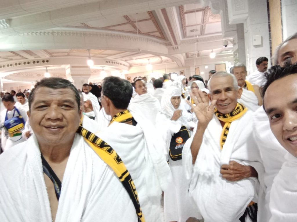 Jamaah Risalah Madina bersiap melakukan miqot untuk ibadah umroh