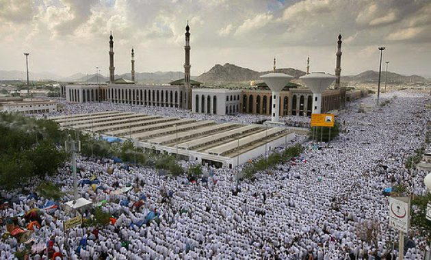 Masjid-Namiroh bagian depan-termasuk Padang Arafah