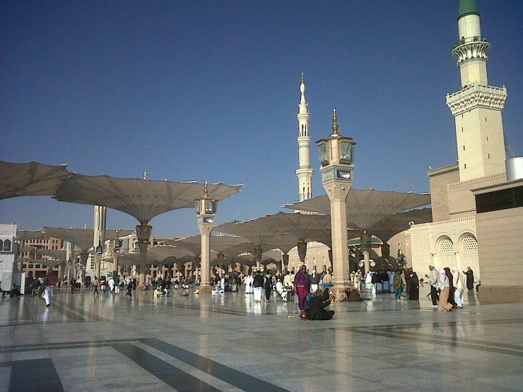 Masjid Nabawi dengan Menara Tinggi