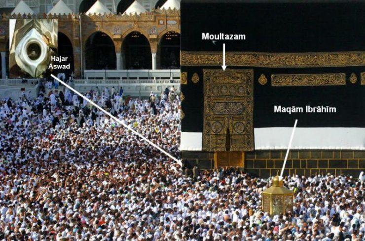 Berdoa di Multazam tempat mustajab untuk berdoa